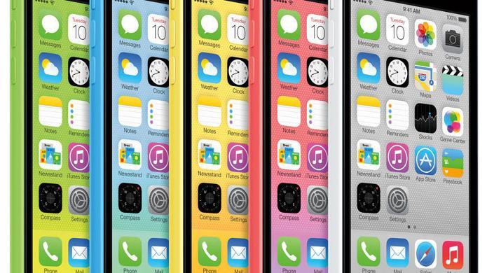 De iPhone 5c was tot nu toe Apples meest serieuze poging om prijsbewuste kopers met een voorkeur voor een broekzakvriendelijk modelletje te lokken. (foto: Apple)
