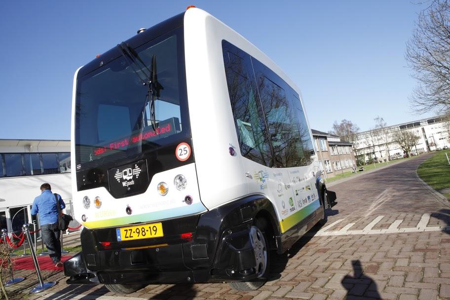 De WEpod is een zelfrijdend shuttlebusje zonder stuur en zonder pedalen dat elektrische wordt aangedreven.