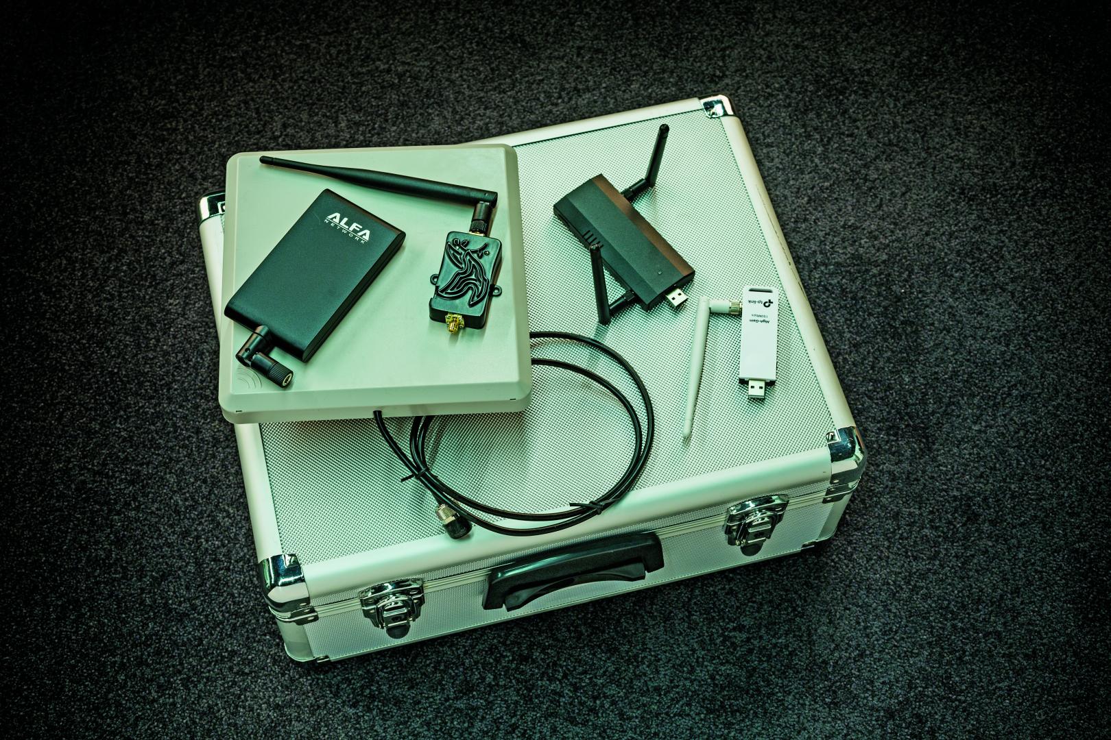 hacking gadgets hacken hacker tool gereedschap Russen Rusland WiFi Pineapple