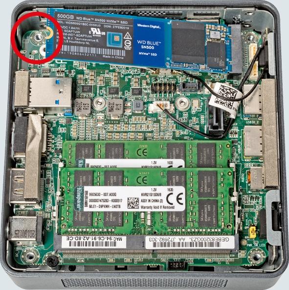 Intel NUC8i5BEK_04