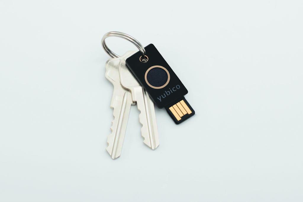 FIDO2 security key beveiligingssleutel Yubico vingerafdrukscanner Biokey