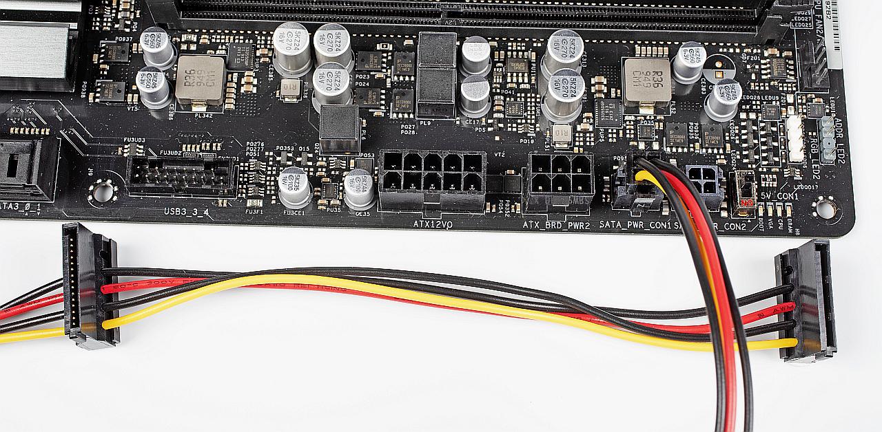 SATA voeding bij ATX12VO 4-pins twee drives