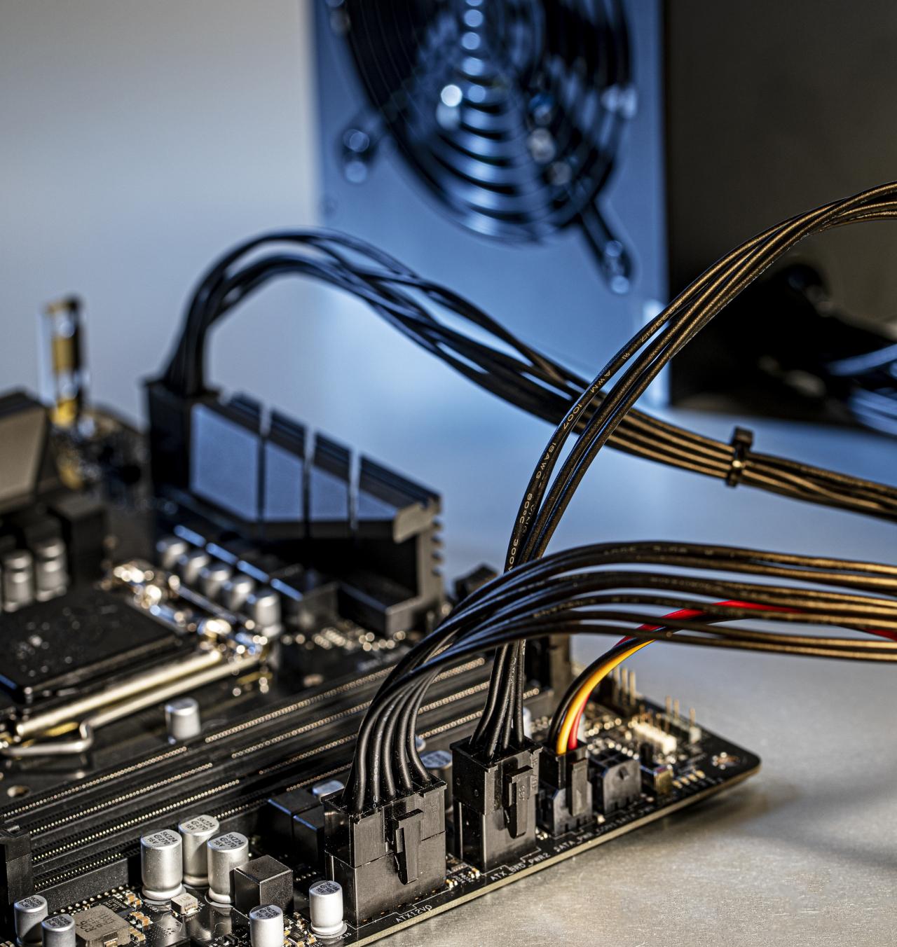 wat is ATX12VO standaard voeding moederbord stekker ATX Intel